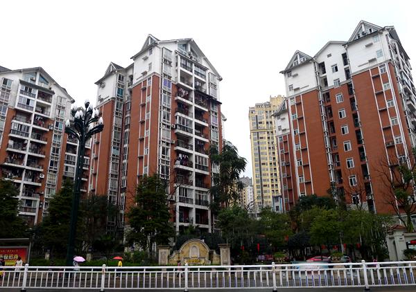 新宜三中对面,丽雅新居电梯房。环境优雅。