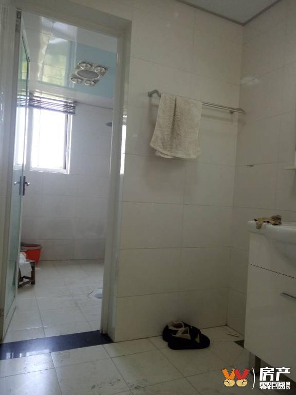 诚心出租邦泰国际社区精装两室 家具家电齐全 可拎包入住