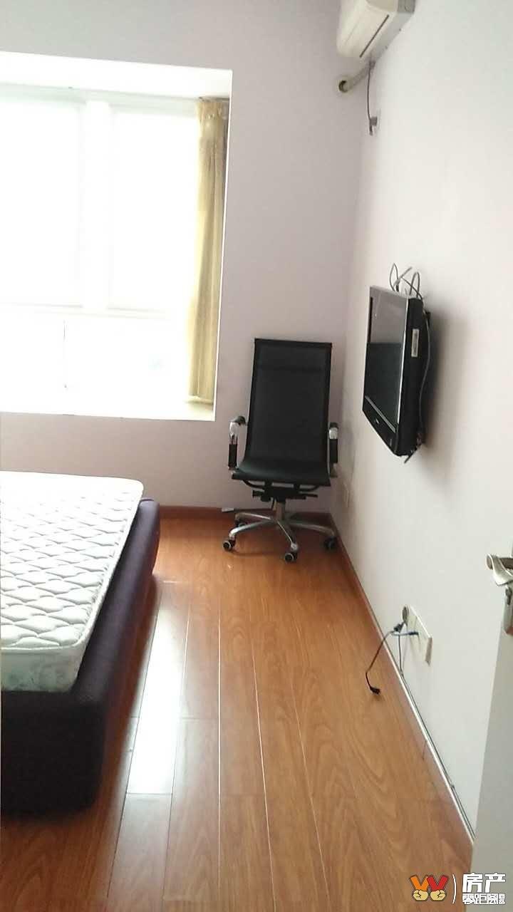 下江北临港中央精装两室家具家电齐全拎包入住诚心出租随时可以看房