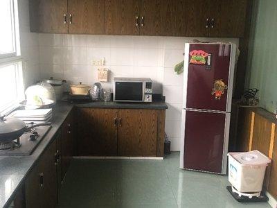 出售汇东小区3室2厅2卫142.36平米82万住宅
