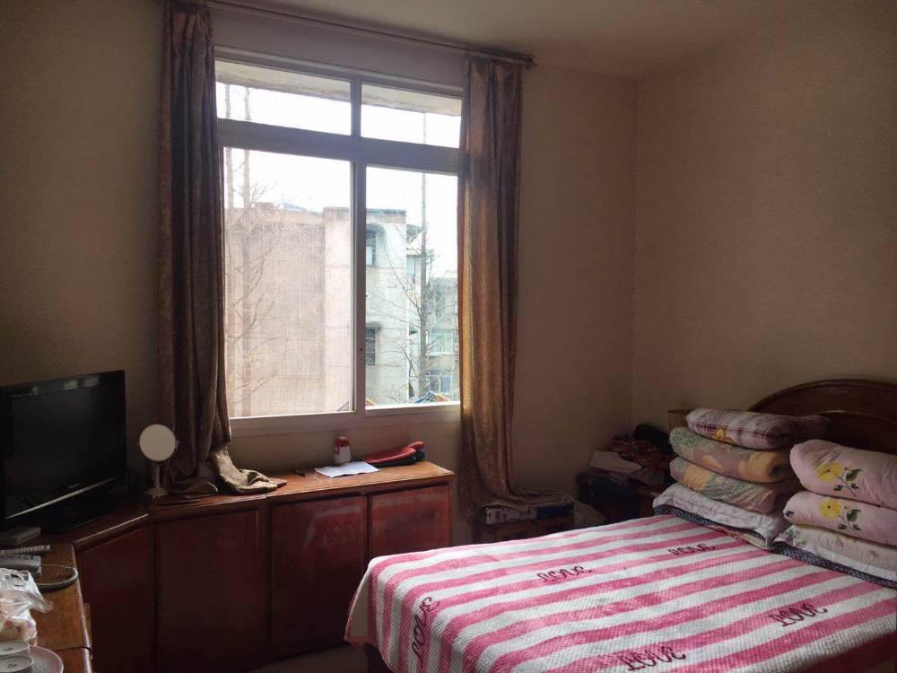 出售三江厂家属区3室1厅1卫67平米38万住宅