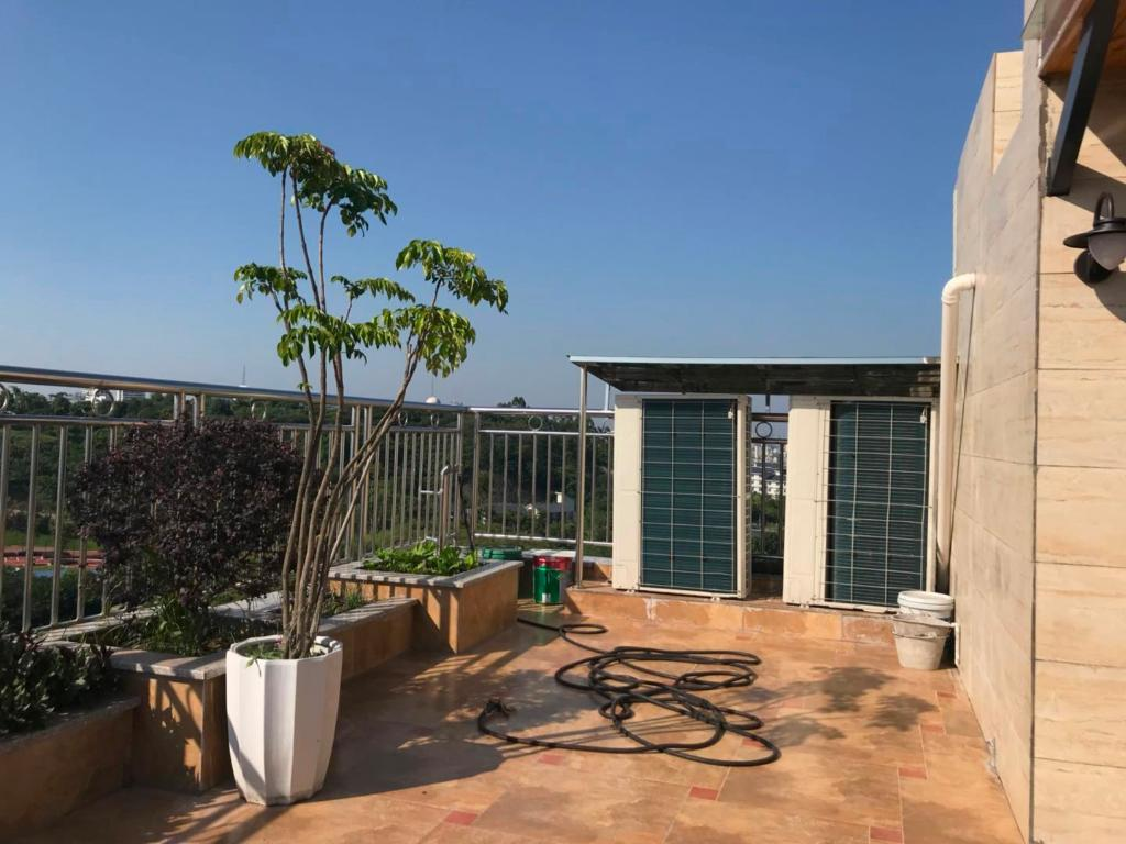 春天里豪装顶楼三连跃 现代中式装修 装修都花了120万 业主诚心出售