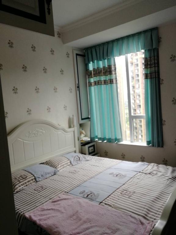 诚心出售邦泰豪装两室 家具家电全齐 支持按揭 价格可商议看房方便