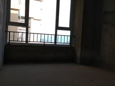 首付二十万买临港新区丽晶港标准大三房 单价5千 看房方便