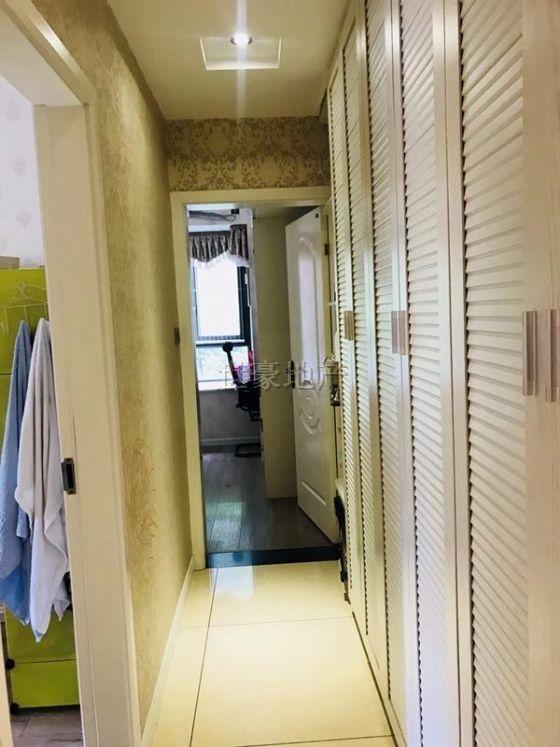 市场价格 莱茵河畔三室 中庭装修很好 拎包直接入住