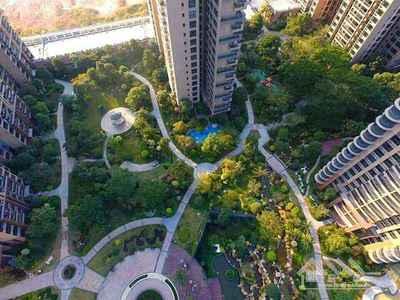 香榭里2楼带130平米超大阳台!喜欢的朋友欢迎来电咨询