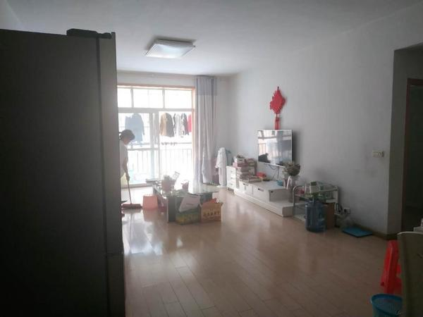 城中央县二中旁低首付的大三室 拎包入住