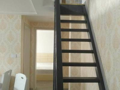 和苑小区3室2厅1卫65平米44.8万住宅跃层小洋房