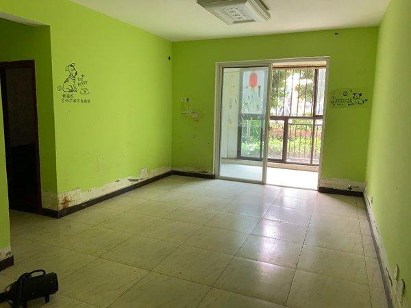 地中海蓝湾二期底楼92平米简单装修可做点小生意出租