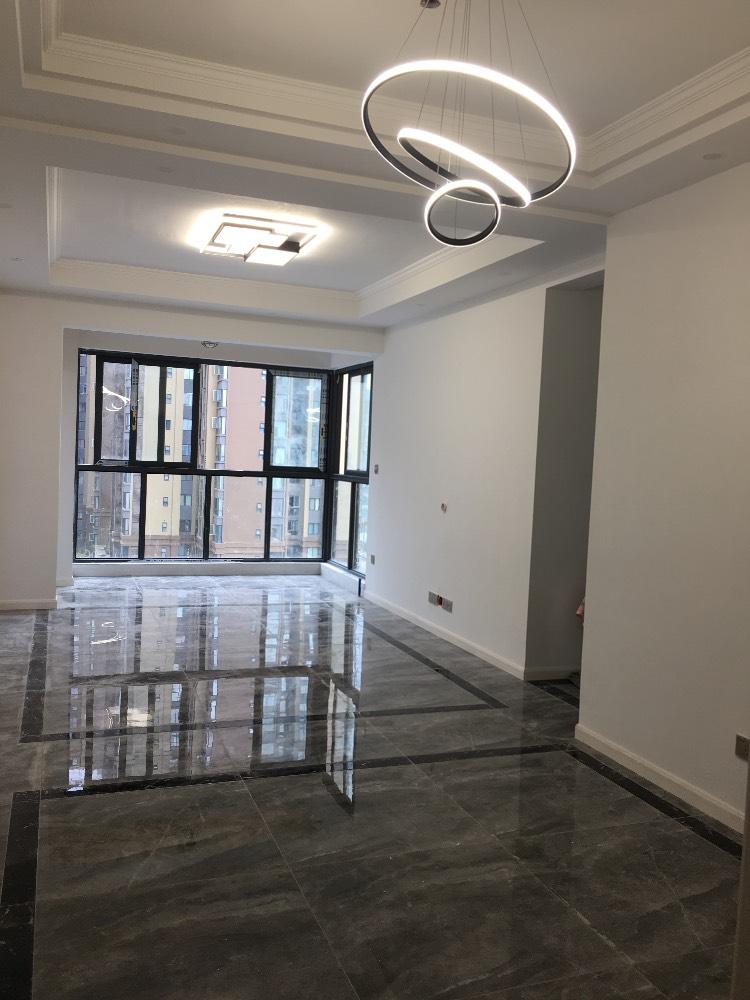 出租正黄 金色领地3室2厅2卫90平米2300元/月住宅