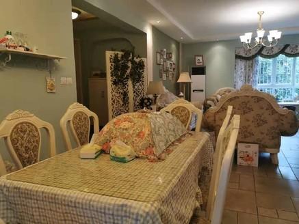 山水庭院超级精装,房间客厅超大