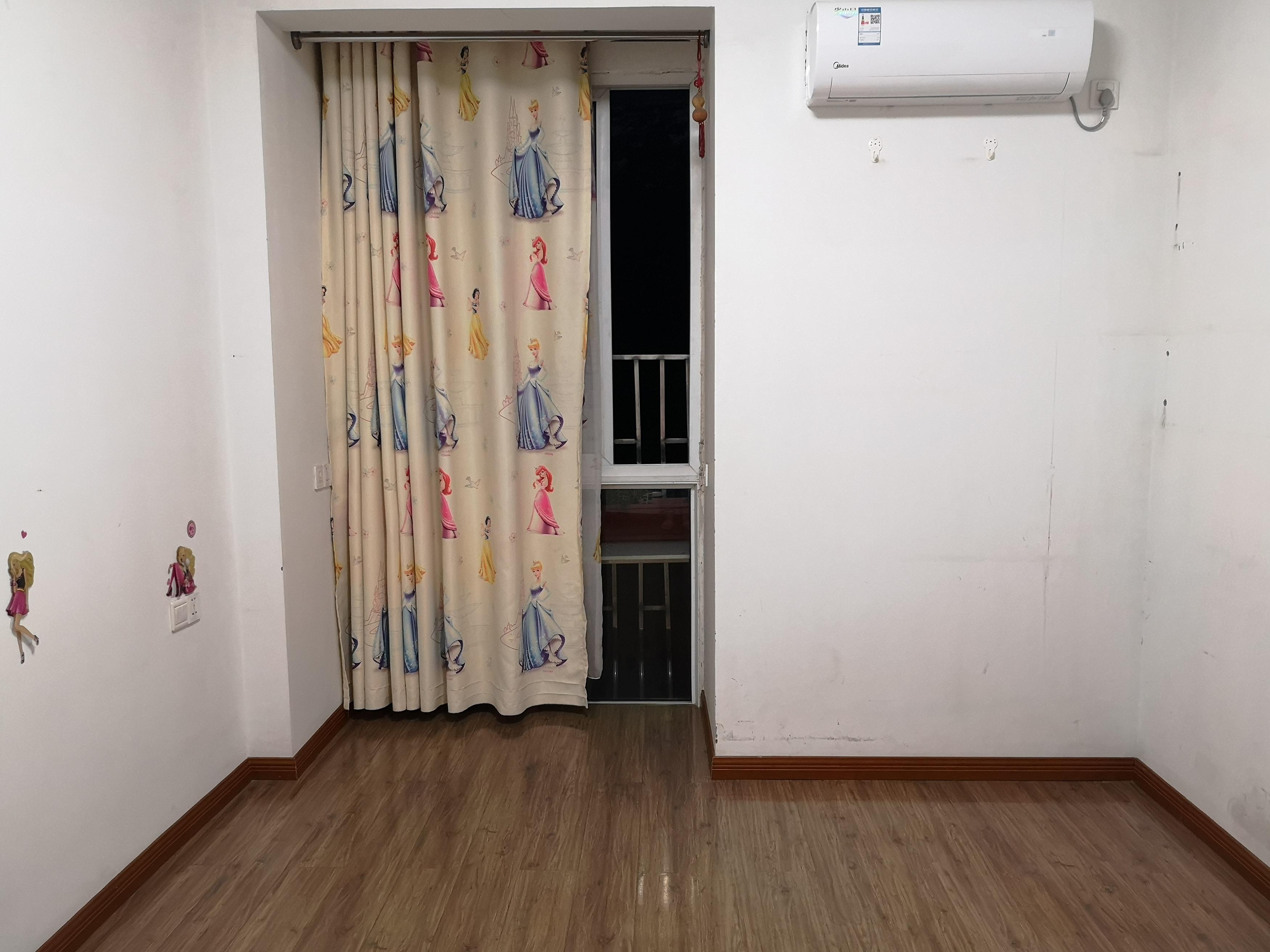 宜都天成小区,两室两厅经典四楼.