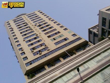 翠屏区老城区民主路繁华地段电梯商住楼近160平米套间急售