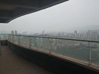 丽雅龙城18平米大阳台可看整个南岸,视野开阔