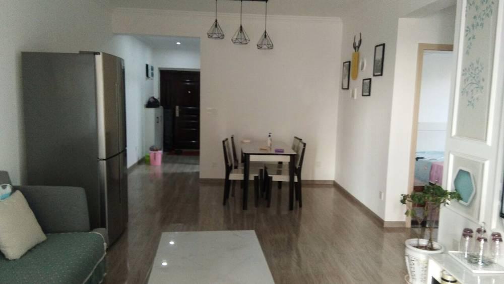 出租成中 拉菲3室2厅1卫76平米1600元/月住宅