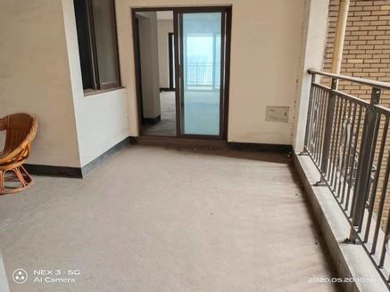 出售莱茵河畔3室2厅2卫132平米158万 带车位 住宅