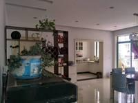 出租碧水山庄3室2厅2卫135平米2200元/月住宅