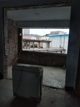 南岸戎州橋頭單位宿舍八樓三室兩廳清水房 帶樓頂