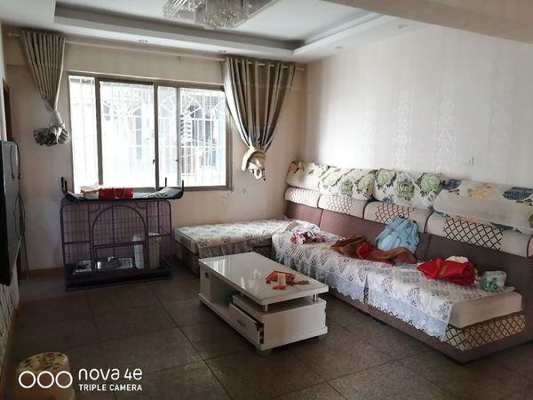 老城区咸熙街28号出租3室1厅1卫 只租两室 78平米1400元/月住宅