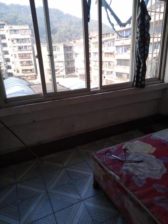 出租西郊2室1厅0卫55平米400元/月住宅