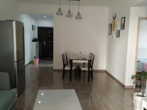 出租成中 拉菲3室2廳1衛76平米1600元/月住宅