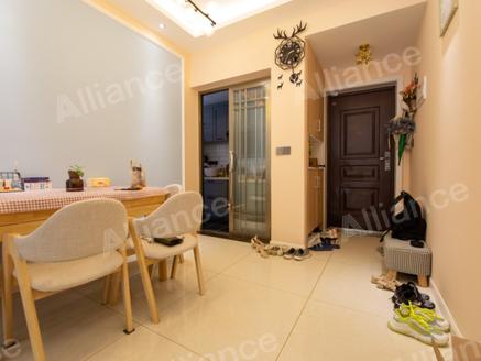 邦泰社区精装两室急售 一楼带可使用大花园 带车位